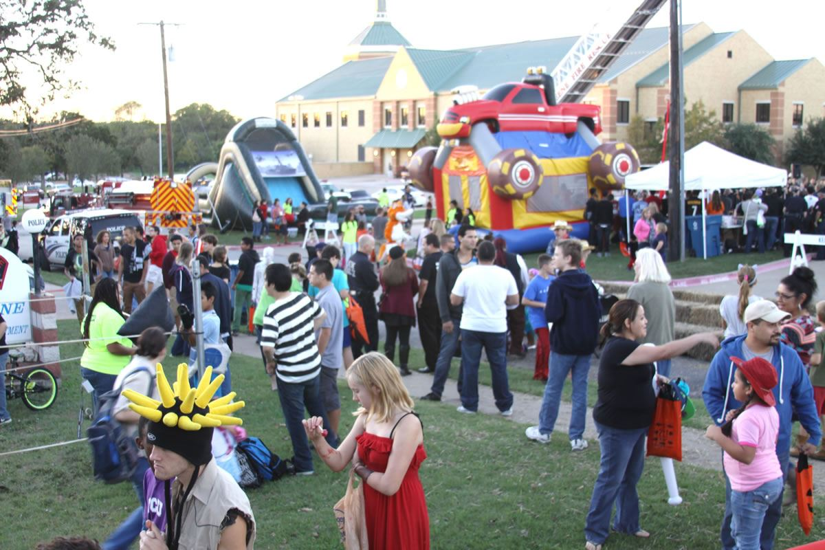 Starfest Crowd and Bouncy Houses